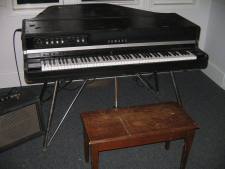 Does The Yamaha P  Come With Sustain Pedal